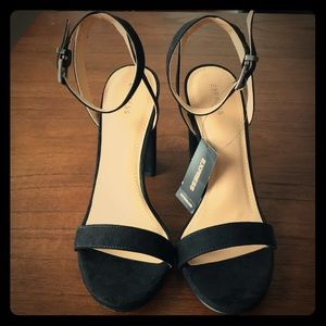 Express Shoes - NWT Thick heeled sandals